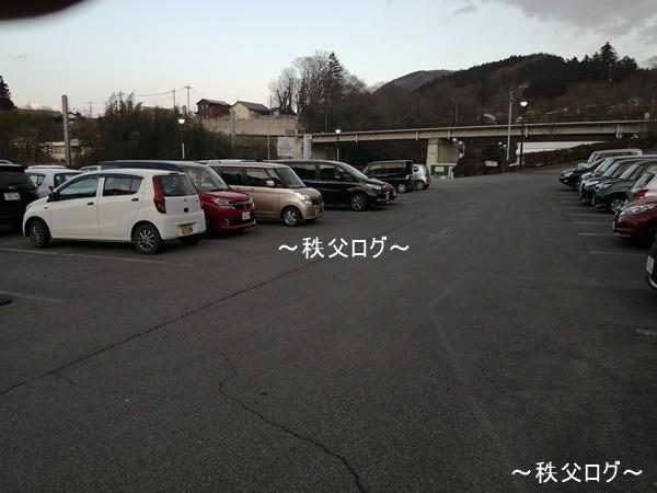 武甲温泉 駐車場(夕方)